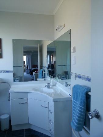 Ensuite bathroom picture of harbourlights bed amp breakfast lower