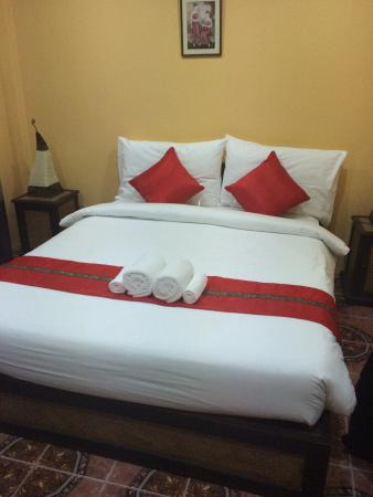 Basilico Hotel: Our bed