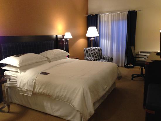 Sheraton Bellevue: Bedroom