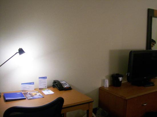 Fairfield Inn & Suites Mahwah: Work desk