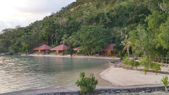 El Rio y Mar Resort: Within a cove water sto nice and calm