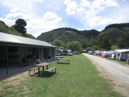 Waipatiki beach holiday park bewertungen fotos napier for Crown motor inn gun hill