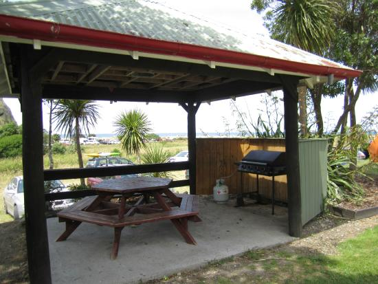 Waipatiki beach holiday park napier nya zeeland for Crown motor inn gun hill