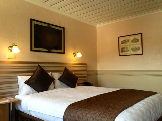 Balmoral on York: Deluxe queen room