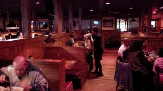 Outback Steakhouse: Diners' booths