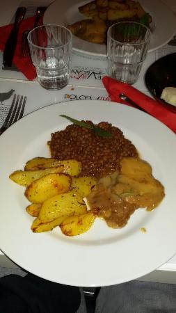 Dolce Vegan: queste erano le lenticchie al profumo di alloro con le scaloppine di seitan e le patate al forno