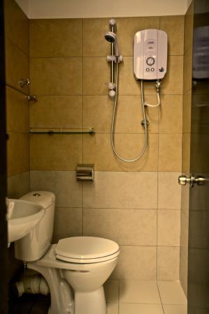 Etika Inn: Bathroom