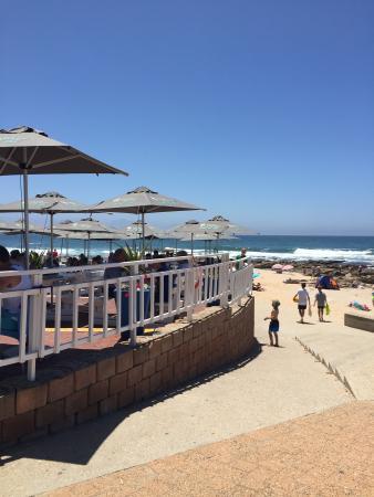 Point Village Hotel: restaurant on the beach