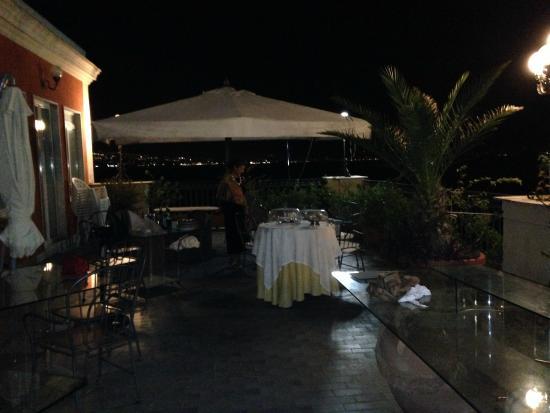 Hotel Miramare: Terrazza con bar