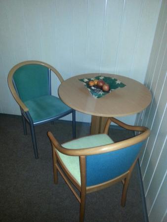 Aparthotel Frankenwald: Begrüßungskorb mit Obst und Keksen auf unserem Zimmer