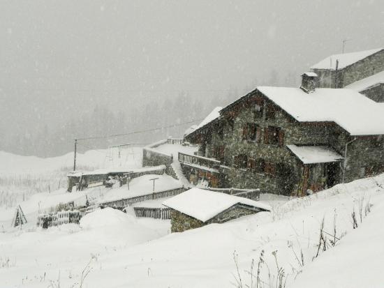 chalet colinn : Village in the snow