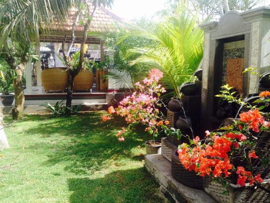 Puri Clinton Home Stay: Garden
