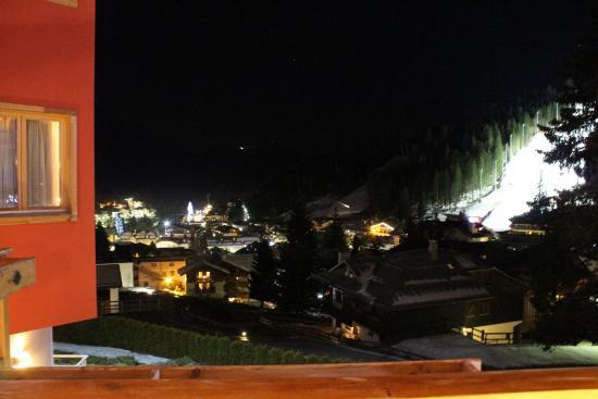 Cristal Palace Hotel: Vista della pista 3tre e del paese dalla camera