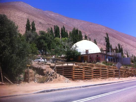 Hotel Astronomico Elqui Domos : View from the road