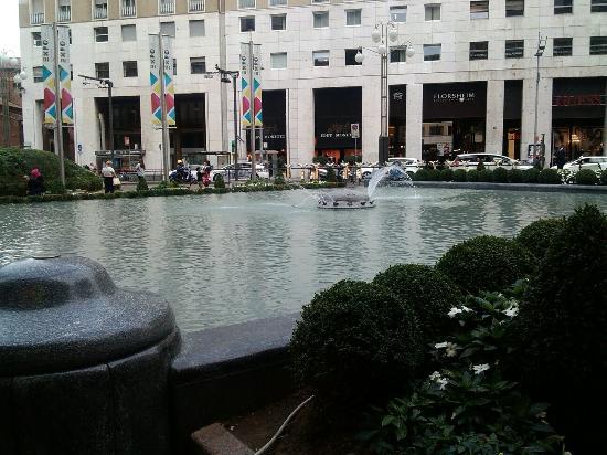 Fontana di Piazza San Babila: A me piace, molto grande e bella