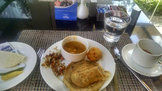 Radha Hometel: Breakfast