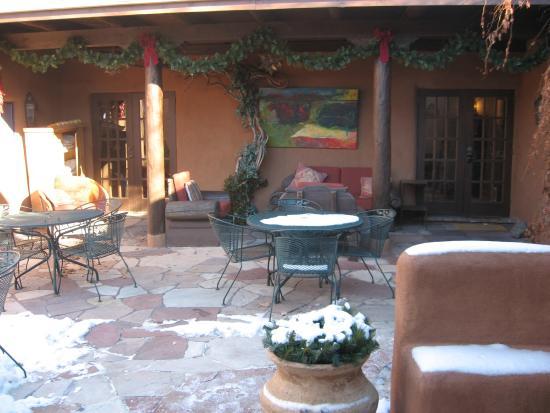 Hacienda Nicholas Bed & Breakfast Inn: Patio view 1