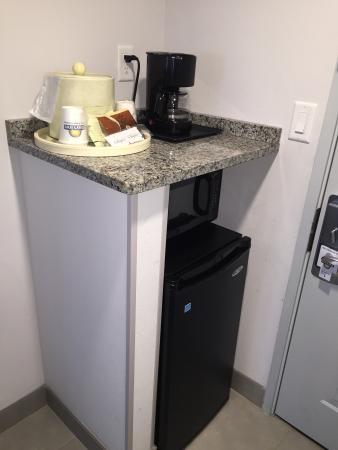 كومفرت إن ويليامسبرج جايتواي: Mini fridge, microwave, coffee pot.....