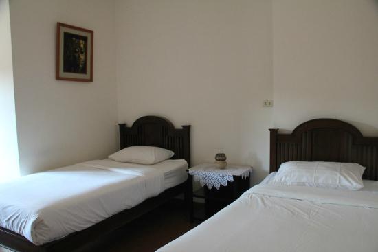 Baan Klang Vieng Hostel: Room