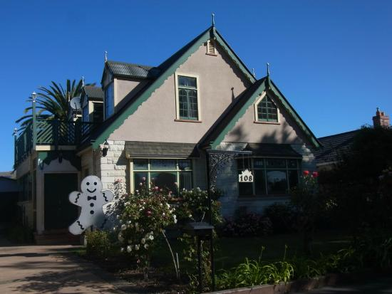 Gingerbread Lodge Bed & Breakfast: Street View