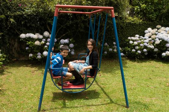 Pousada Recanto Sao Benedito: brinquedo nas dependências da pousada