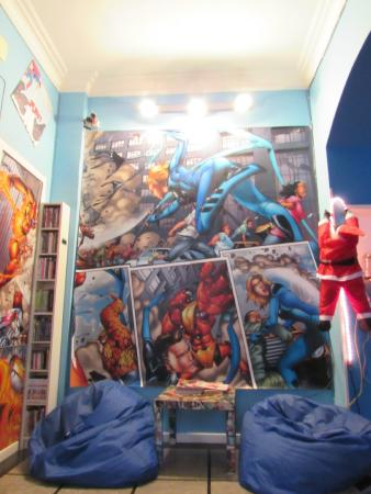 Comics guesthouse: TV room