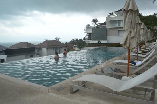 كود: The infinity pool with good views. Most of the time quiet pool.