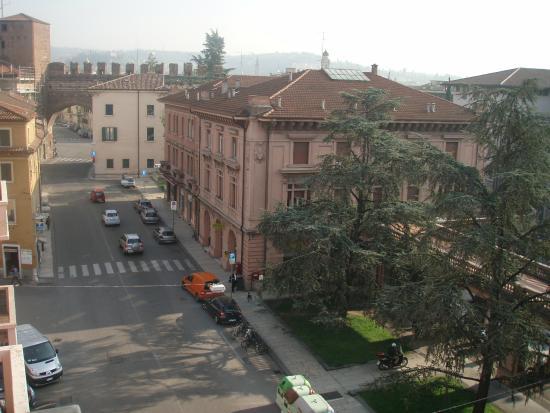 BEST WESTERN PLUS Hotel De Capuleti: вид из окна