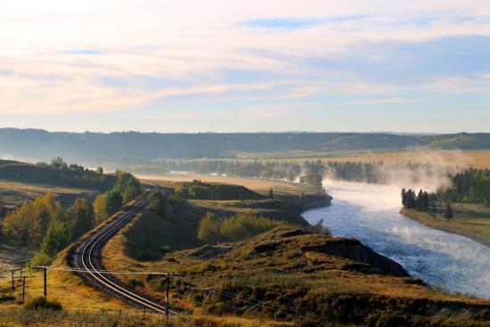 Glenbow Ranch Provincial Park : The Canadian Pacific Railway hugs the banks of the Bow River between Calgary and Cochrane.
