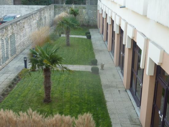 Ibis Caen Centre: coté cour