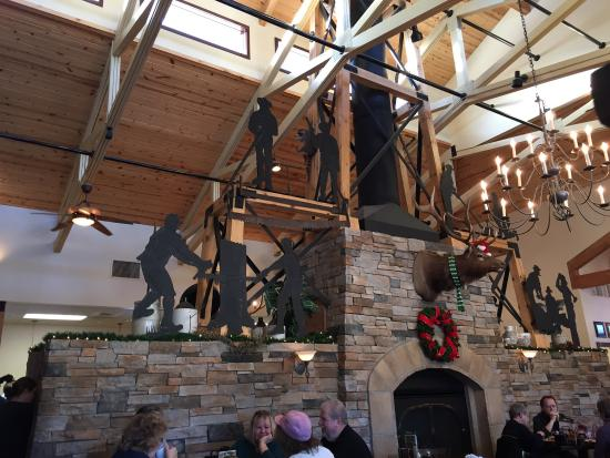 Perkins Resturant and bakery: Nice decorations showing local mining history with fireplace.