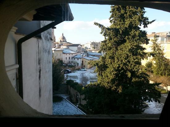 Ostello Pierantoni: Foto dalla finestrella della camera