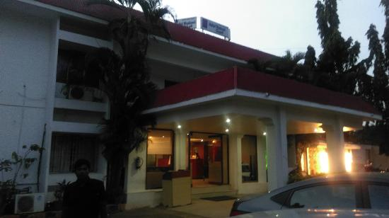 Hotel Badami Court: FRONT ENTRANCE