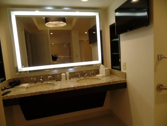 las bathroom vegas nv countertops photo installation in white galleries countertop kitchen american residential arctic gallery