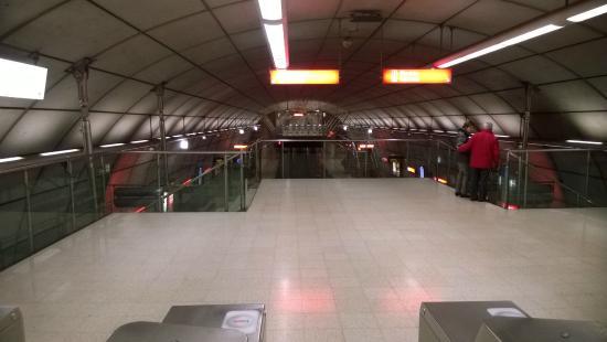 Bilbao subway system (Metro Bilbao): Interno della fermata Moyua