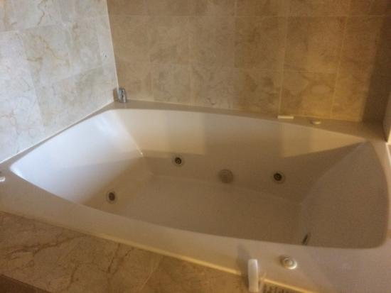Hilton garden inn daytona beach airport hotel 189 for Dimensions of garden tub