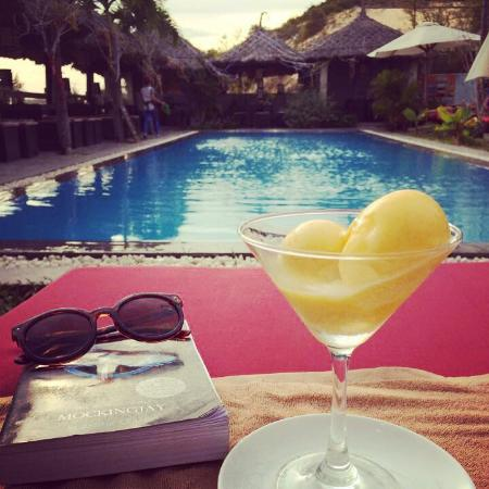 Breeze Restaurant & Bar : Mango and passionfruit ice cream by the pool