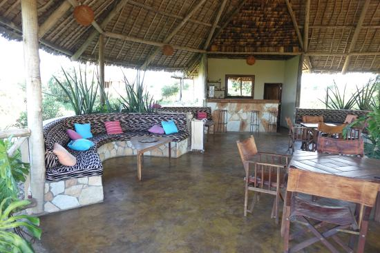 Oremiti Tented Lodge: le bar devant la piscine