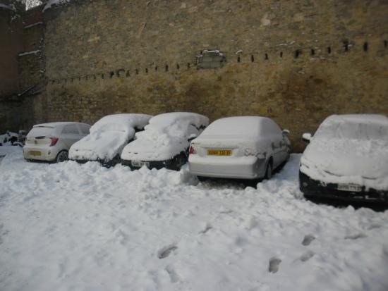 Hotel Frantz Fanon : parking