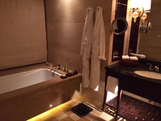 Four Seasons Hotel Beijing: Bathroom