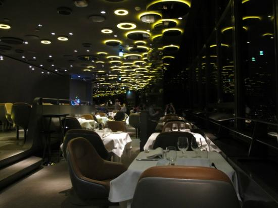 restaurant view picture of le ciel de paris paris tripadvisor. Black Bedroom Furniture Sets. Home Design Ideas