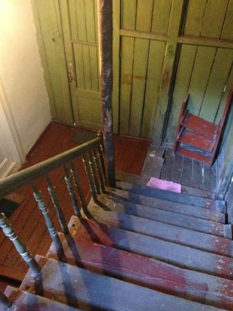 SKAdaVELI: beautiful original stairway - authentic and true Tbilisi