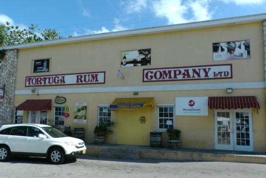 Tortuga Rum and Rum Cake Factory: Factory Outlet, Georgetown