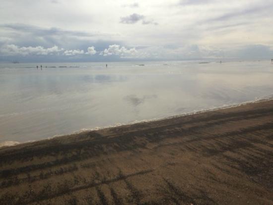 Club Pocillos: playa con marea alta