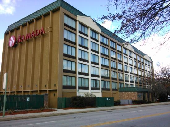 Ramada Cumberland Downtown : Six story High Rise