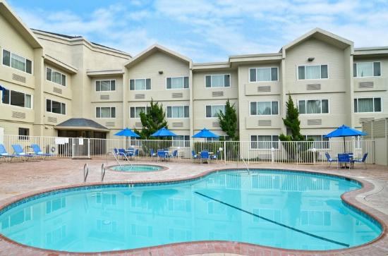 Inn & Suites At Discovery Kingdom: pool