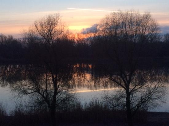 Tisza Balneum Thermal Hotel : Sunset on the lake from the room