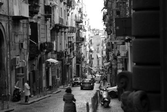 """Spaccanapoli Comfort Suites : i """"Quartieri Spagnoli"""""""