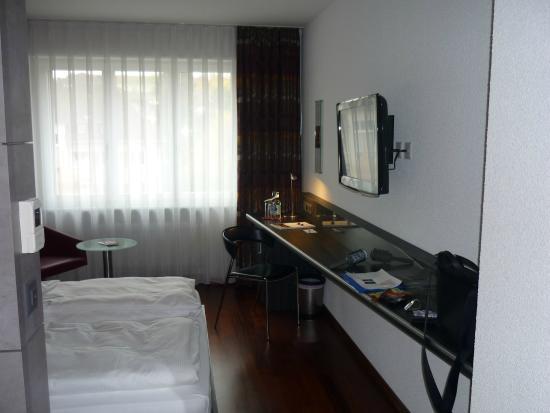 Sternen Oerlikon Hotel: Столик