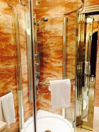 Xheko Imperial Hotel: Amazing walk-in shower